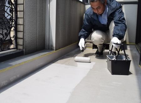 【動画】ベランダ床の塗装 ~簡易防水塗料~